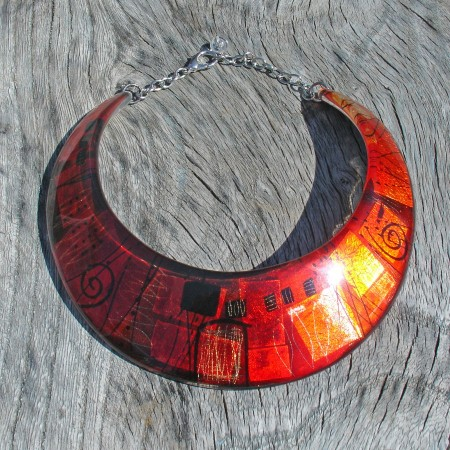Rusty red pink collar